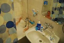 Катя принимает ванну
