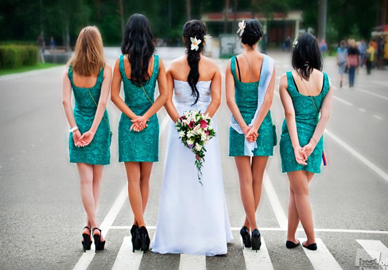 """""""Стоят девчонки, стоят в сторонке..."""""""
