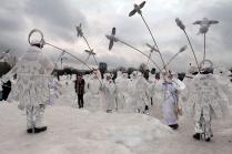 Ангелы-санитары спасают снеговиков