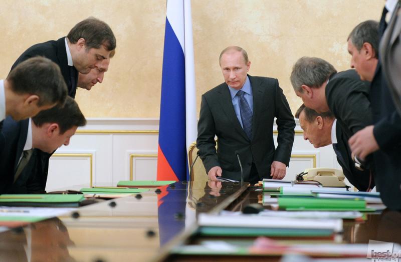 Владимир Путин на заседании правительства