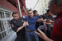 Как Навальный сдавал документы в Мосгоризбирком