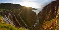 Водопад на побережье Баренцева моря