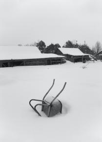 Снегу навалило ровно на половину тачки.