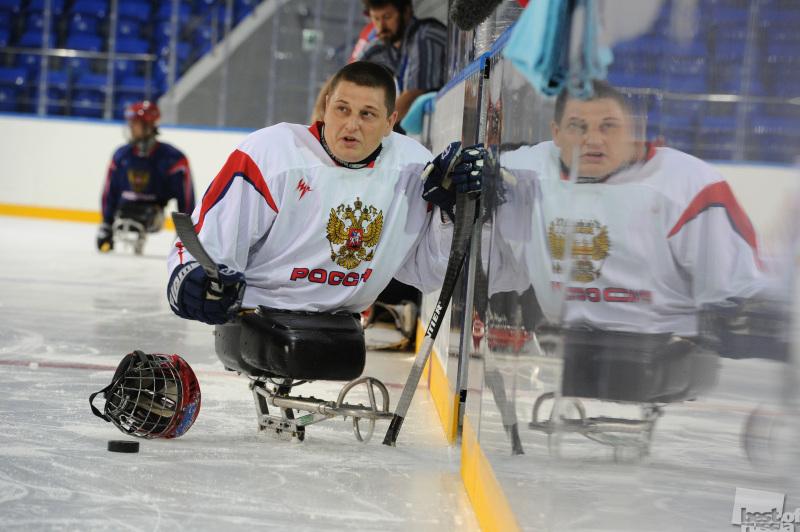 Игрок в следж хоккей
