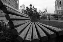 В монастырском саду.