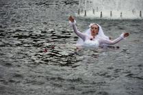 Невеста в фонтане