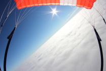 Над облаками под парашютом
