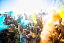 Празднование фестиваля красок Холли во Владивостоке