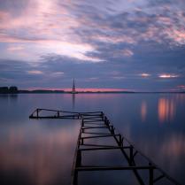 Разукрасил закат мазками небо