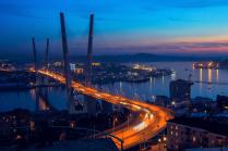 """мост через бухту """"Золотой рог"""""""