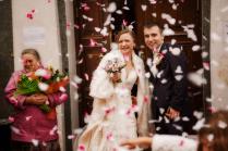Осыпание молодых на свадьбе