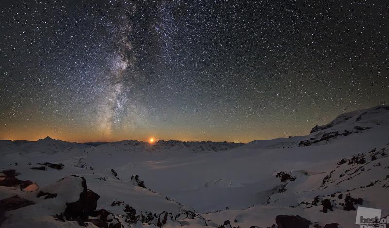Закат Луны на Кавказе