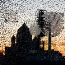 Через разбитое стекло