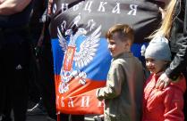 Дети и флаг республики
