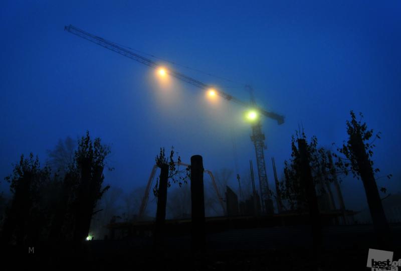 Ночной туман. Стройка.
