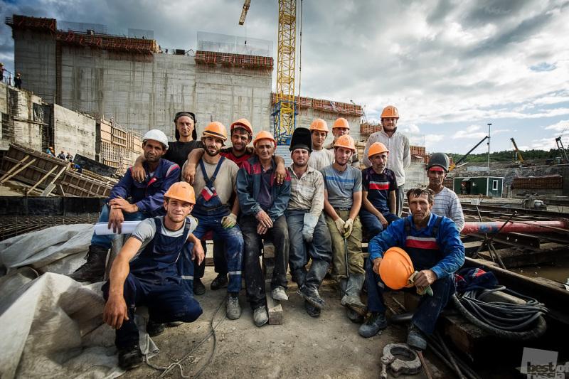 Строители Нижнебурейской ГЭС