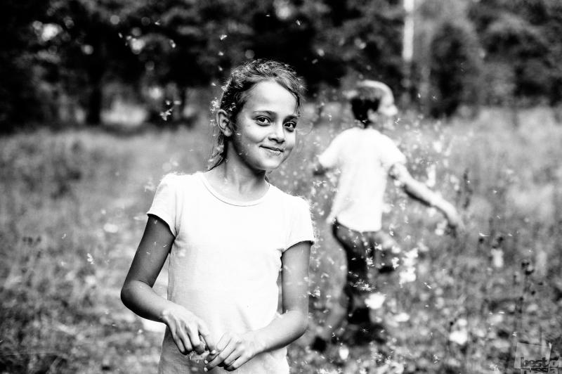 Девочка и камыши