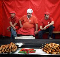 Три повара в красном