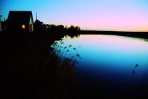 Озеро, дом и рассвет