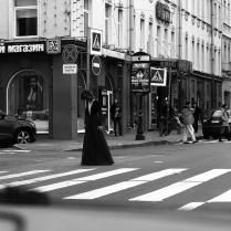 Девушка на перекрестке