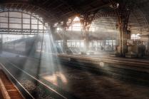 вокзал полный света