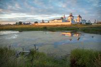Бобренёв монастырь на закате.