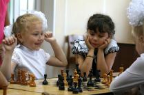 Черные и белые шахматные королевы
