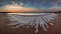 Соленые берега озера Баскунчак.