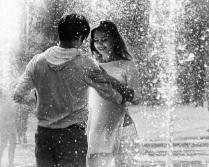 Двое в Городе. Танцы в фонтане.