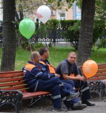 Мальчики с шарами