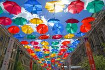 Улица парящих зонтиков.