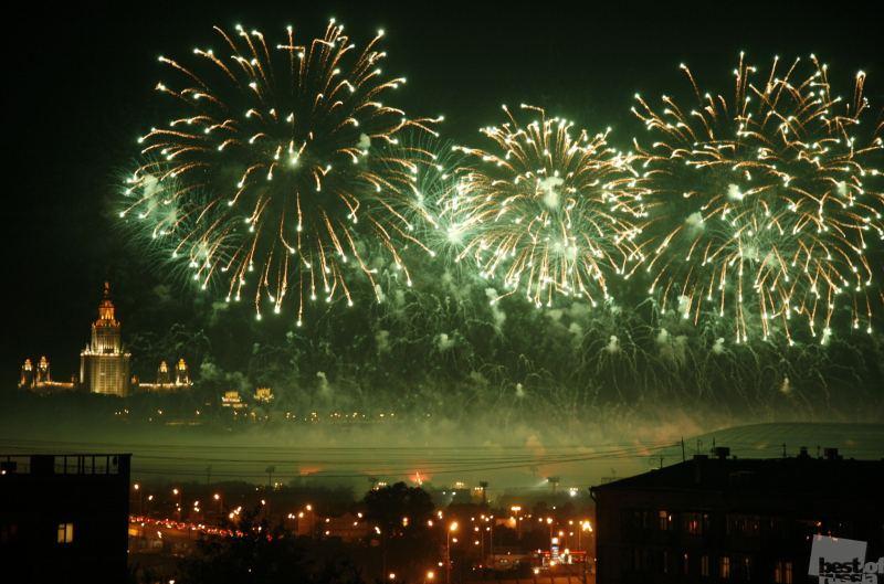 Огни над Москвой - зеленое