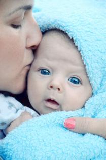 Ребёнок и мать.