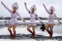 Зимние забавы в Угличе. Три грации.