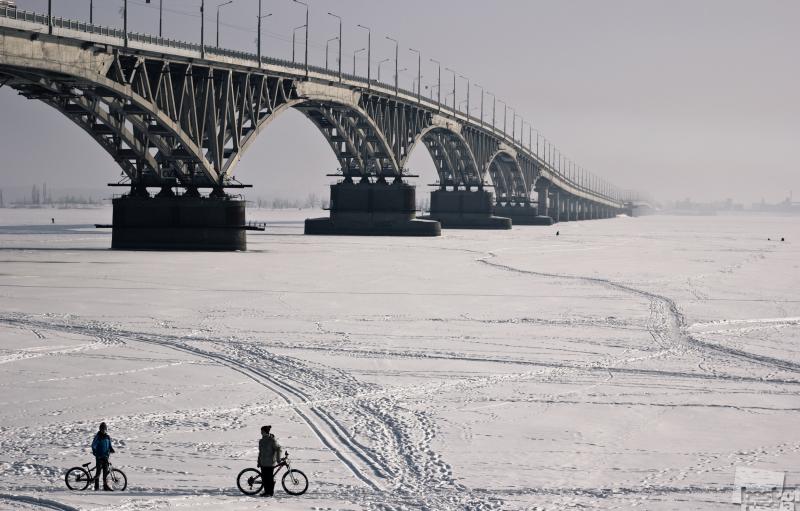 На велосипеде по реке.