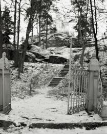 Вход на остров Людвигштайн в парке Монрепо.