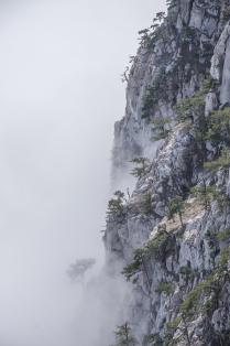 Ай-Петри, исчезающий в облаках