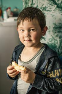 Мальчик с дыней