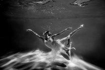 Танец под водой