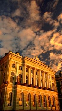 Дворец Эрмитаж в лучах заката