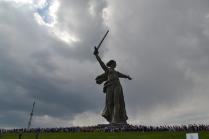 Люди и памятник