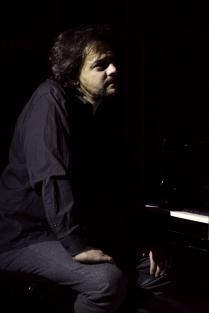Следующий - пианист