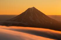 Вилючинский вулкан на восходе солнца