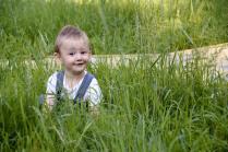 В траве сидел кузнечик, совсем как человечек....