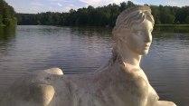Скульптура на озере