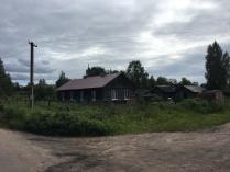 Маленький домики в поле.