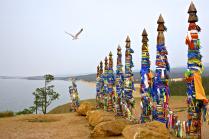 Сэргэ  на скале Шаманка, озеро Байкал