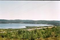 Питьевое  озеро  ---  голубой   магнит.