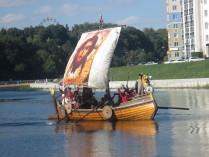 Царь Иван Грозный на ладье по реке Ока.