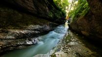 Быстрые воды реки Курджипс в Гуамском ущелье
